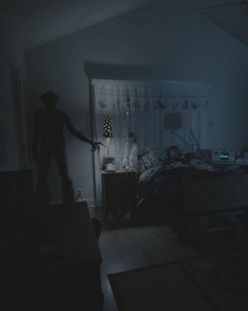 Hantu di Pojok Kamar