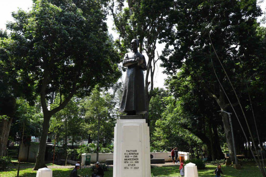 Patung H.C Verbraak Taman Maluku, Bandung