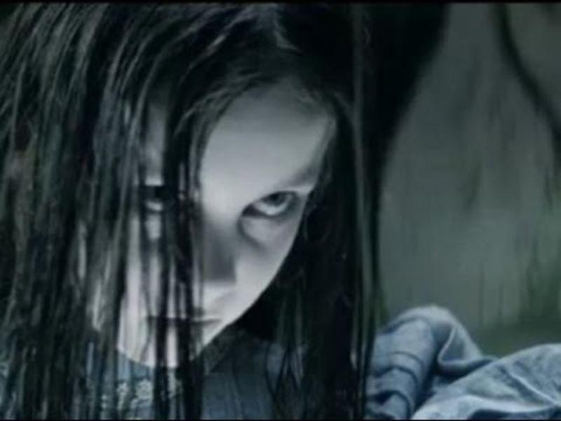 Nina Yang Menghantui orang tuanya