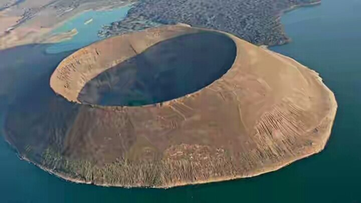 Pulau Envaitenet Yang Misterius