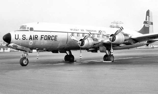 Pesawat serupa dengan yang dikendalikan Robert dan awaknya