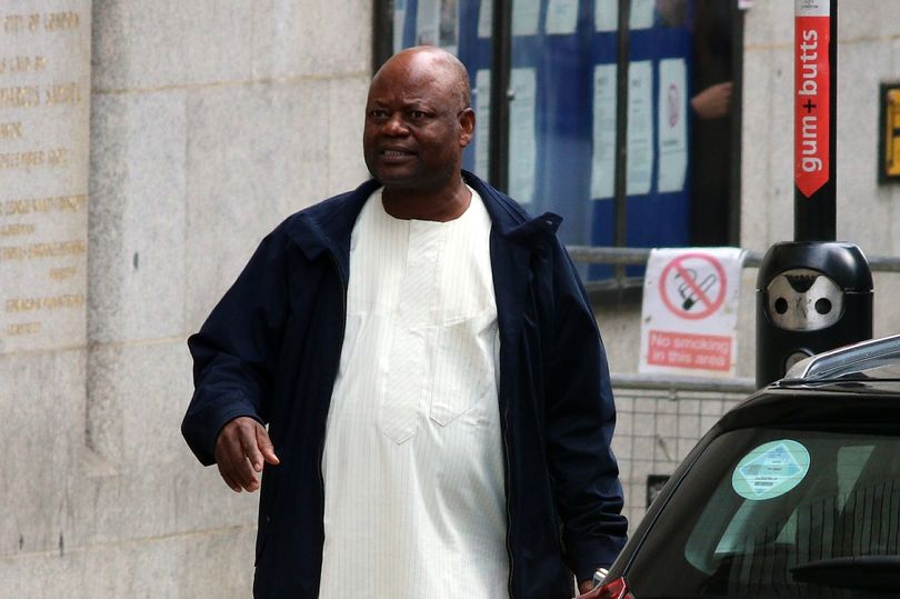 Sang Ayah, Kenneth Ife terfoto di luar Old Bailey London