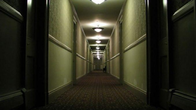 Ketukan di Pintu Hotel