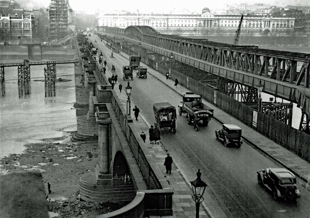 Mitos Hantu Tanpa Kepala di Jembatan Waterloo