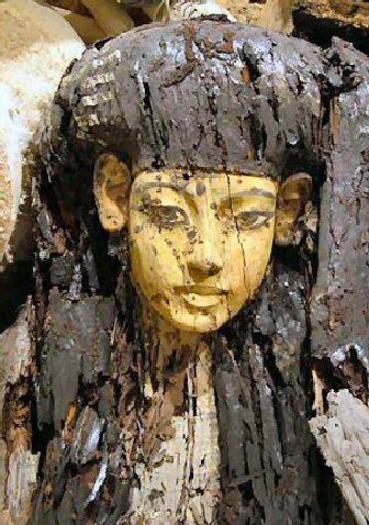 Topeng yang ditemukan di KV63
