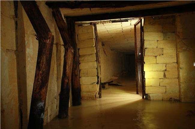Kengerian Odessa Catacombs