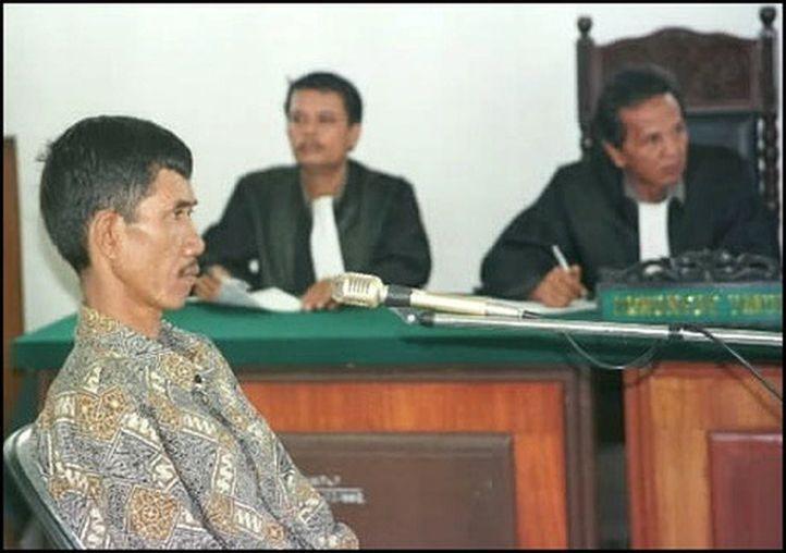 Ahmad Suradji Menghadapi Pengadilan