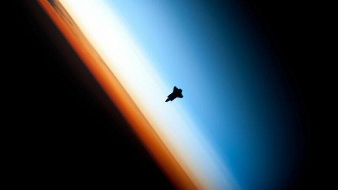 Misteri Pertemuan UFO Para Astronot di Luar Angkasa