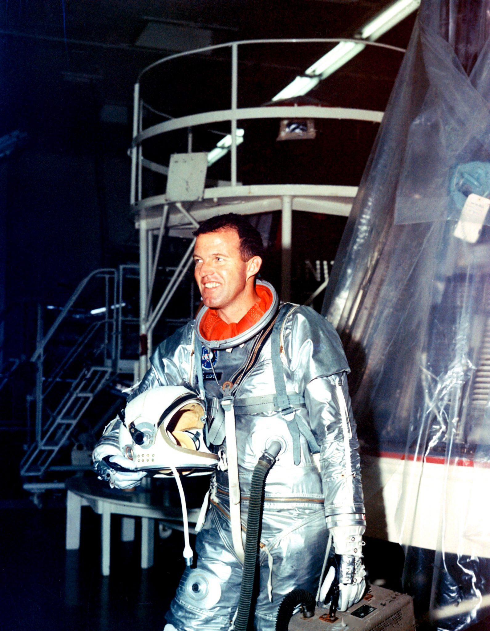 Pertemuan Aneh UFO Astronot Gordon Cooper Jr